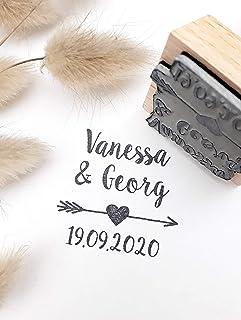 Timbro matrimonio personalizzato stile stile bohémien, forma quadrata, cuore e freccia 4 cm, con nomi e data