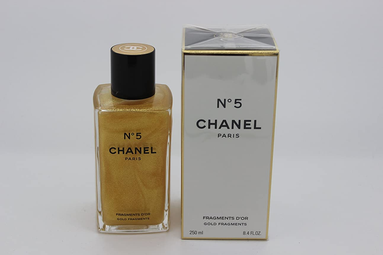 ハイブリッド人物キャメルChanel No. 5 (シャネル No. 5) 8.4 oz (252ml) Gold Fragments Shimmering Body Gel for Women