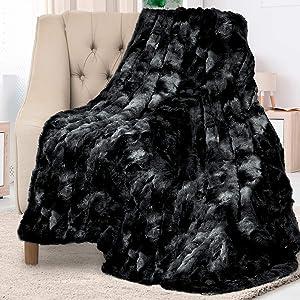Everlasting Comfort Luxury Faux Fur Throw Blanket - Soft, Fluffy, Warm, Cozy, Plush (Black)