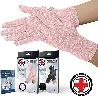 ピンクレディース関節炎手袋を開発した医師/圧縮手袋と手帳を書いた医師 (閉じた指先, 中)