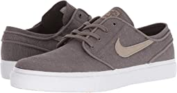 Zoom Stefan Janoski Canvas Deconstructed