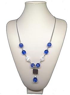 Collana blu e bianca con perle fatte a mano in vetro di Murano