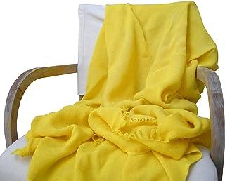 Manta decorativa amarilla Canario Plaid suave para sofá y cama. Manta de tejido natural de marca BeccaTextile.