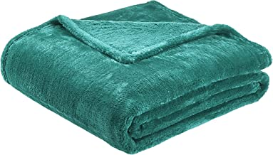 "AmazonBasics Soft and Cozy, Plush Blanket 63""x 87"" Green TEX20190264"