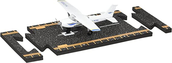 Hot Wings Planes Cessna 172 with Connectible Runway
