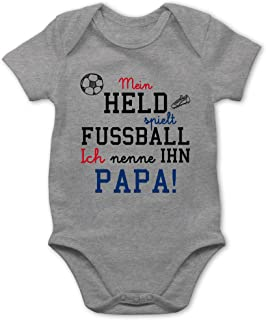 Shirtracer - Sprüche Baby - Mein Held spielt Fußball - Baby Body Kurzarm für Jungen und Mädchen
