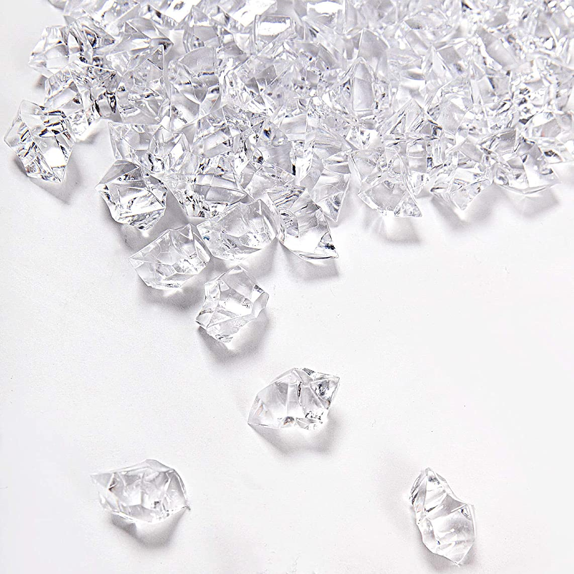 KINJOEK 500 Pieces Acrylic Clear Ice Rock Fake Diamond Crystals Ice Cubes Gems for Home Table Decor Wedding Decorations Vase Filler Stage Acting, Photography Props, Art Crafts Working