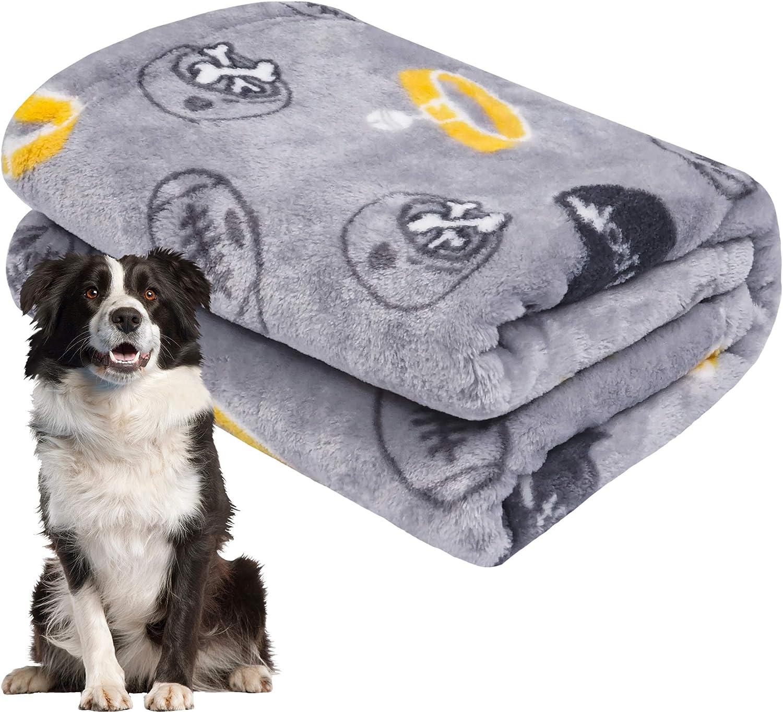Grey Black softan Dog Blanket Other Animals Cat Medium Large Dog Fluffy Warm Dog Bed Cover Paw Print Fleece Pet Blanket for Small Puppy Kitten