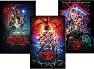 Stranger Things Set de 3 Posters Saison 1, 2 et 3 (61cm x 91,5cm) + Un Poster Surprise en Cadeau!
