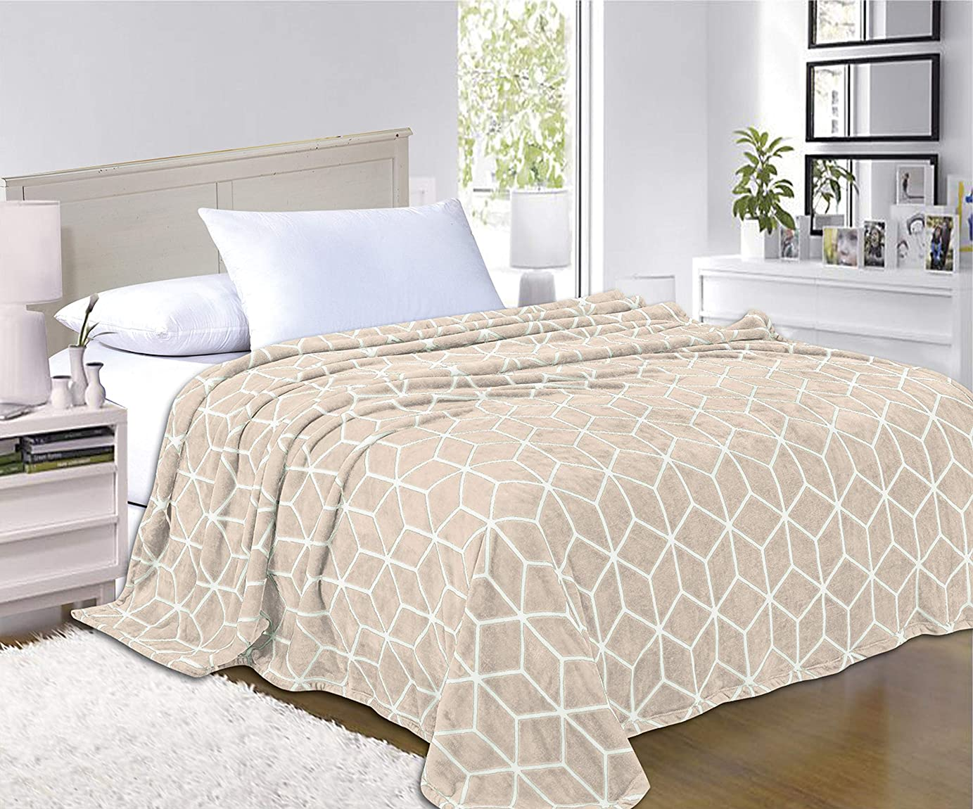 (King/California King, Cream) - Elegant Comfort 1 Fleece Blanket on Amazon - Luxury Micro-Fleece Ultra Plush Cube Pattern - All Season Blanket, King/California King, Cream
