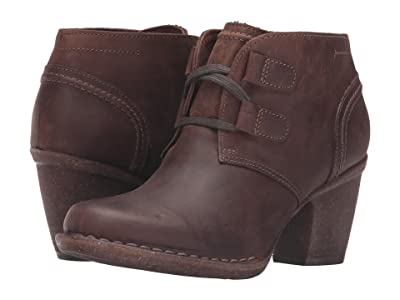 Clarks Carleta Lyon (Brown Oiled Nubuck) Women