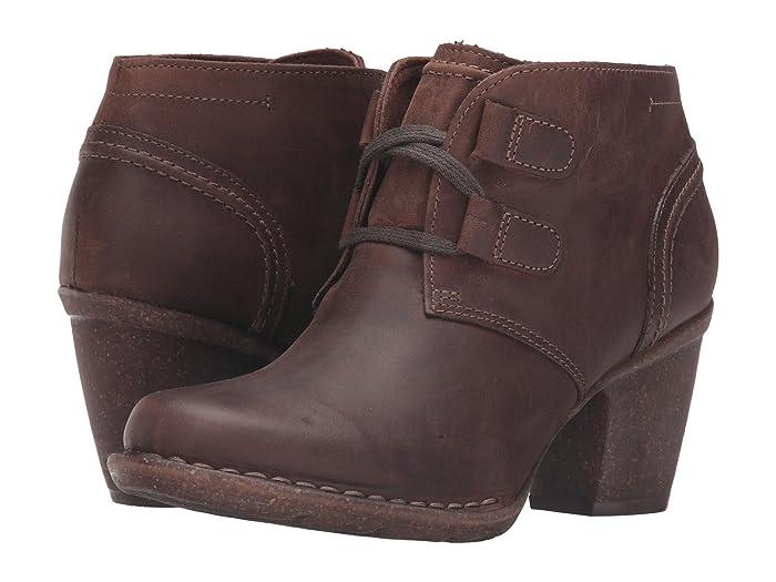 Clarks  Carleta Lyon (Brown Oiled Nubuck) Womens  Boots