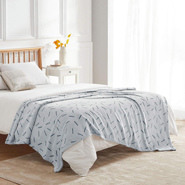 jet/é de lit en flanelle douce et moelleuse pour canap/é VEEYOO Couverture polaire en flanelle Couvertures chaudes et l/ég/ères pour toutes les saisons voyage au bureau motif abeilles bleu marine
