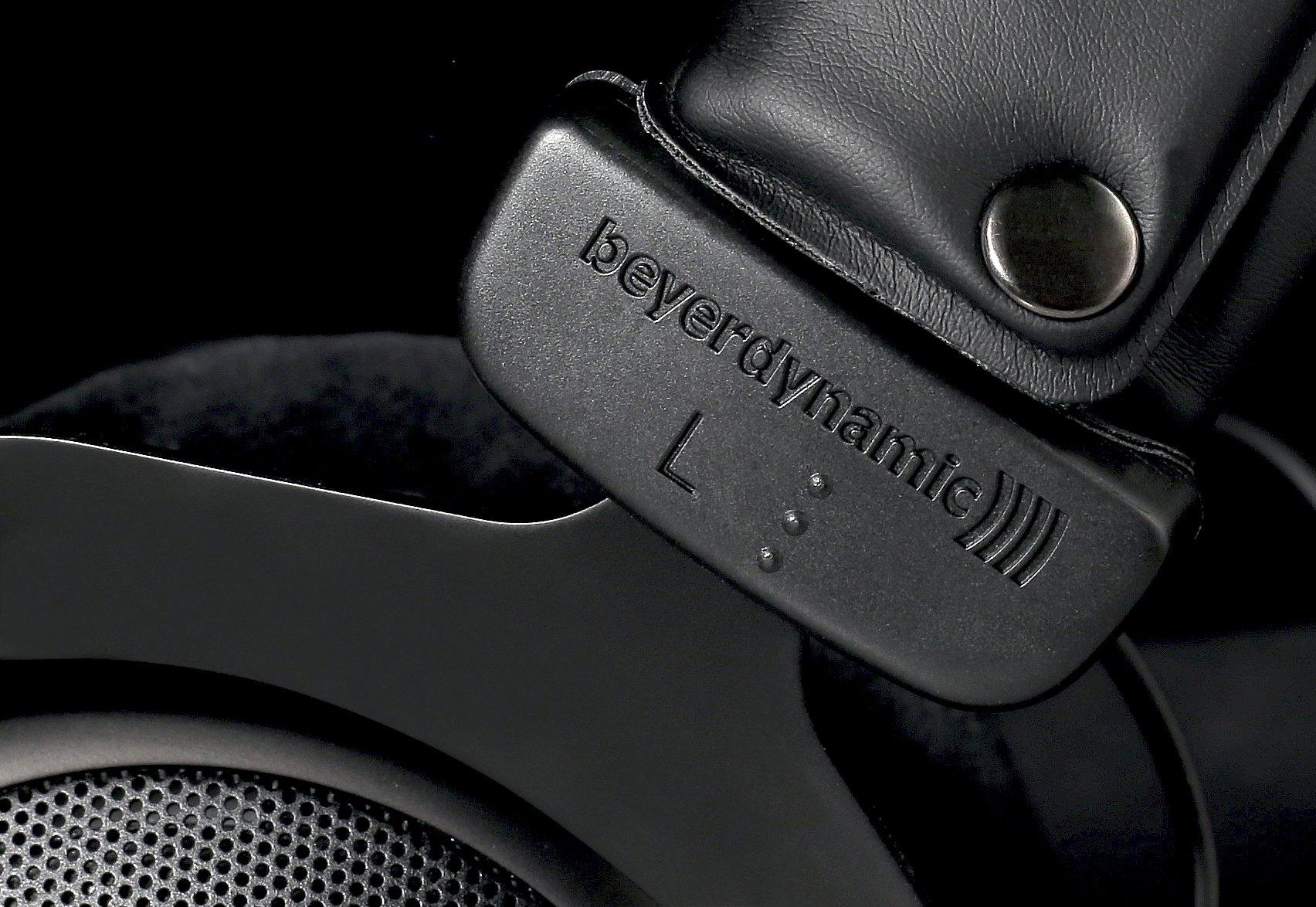 beyerdynamic Dt 880 250 Ohm Pro Semi-Open Studio Headphones Black (Limited  Edition): Buy Online at Best Price in KSA - Souq is now Amazon.sa