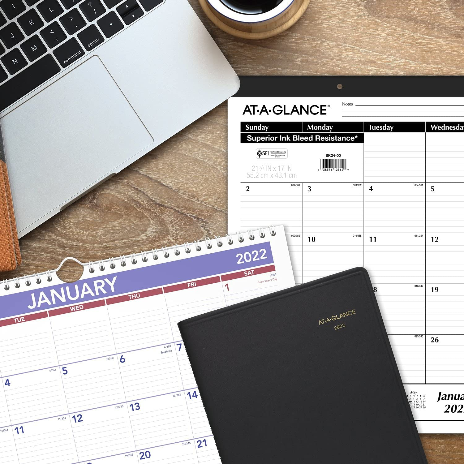"""2022 Weekly Appointment Book & Planner by AT-A-GLANCE, 8-1/4"""" x 11"""", Large, Black (7095005) : Office Products"""