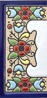 Borden met cijfers en nummers op veelkleurige keramische tegels. Handgeschilderde draadtechnologie voor borden met namen, ...