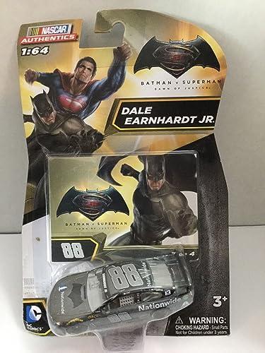 más orden 2016 Nascar Authentics 1 1 1 64 - Batuomo vs Superuomo  Dawn of Justice Dale Earnhardt Jr  88 Batuomo Edition  2 of 4 1 64 Scale Diecast NASCAR Authentics With One in a Series of Four Collector Card by NASCAR  Para tu estilo de juego a los precios más baratos.