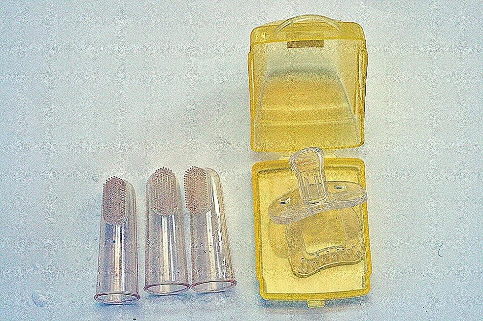 スポットボウリング下着歯ブラシ おしゃぶり ベビーソフト歯ブラシ3個セット/ シリコンおしゃぶりカーケース入り オーラルケアギフトセット 2種類組み