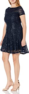 فستان حريمي من Sandra Darren مصنوع من الدانتيل وبأكمام قصيرة ومزين بالترتر