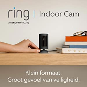 Ring Indoor Cam, compacte plug-in-HD-beveiligingscamera met tweeweg-audio   Inclusief proefabonnement van 30 dagen op Ring Protect Plus   Zwart