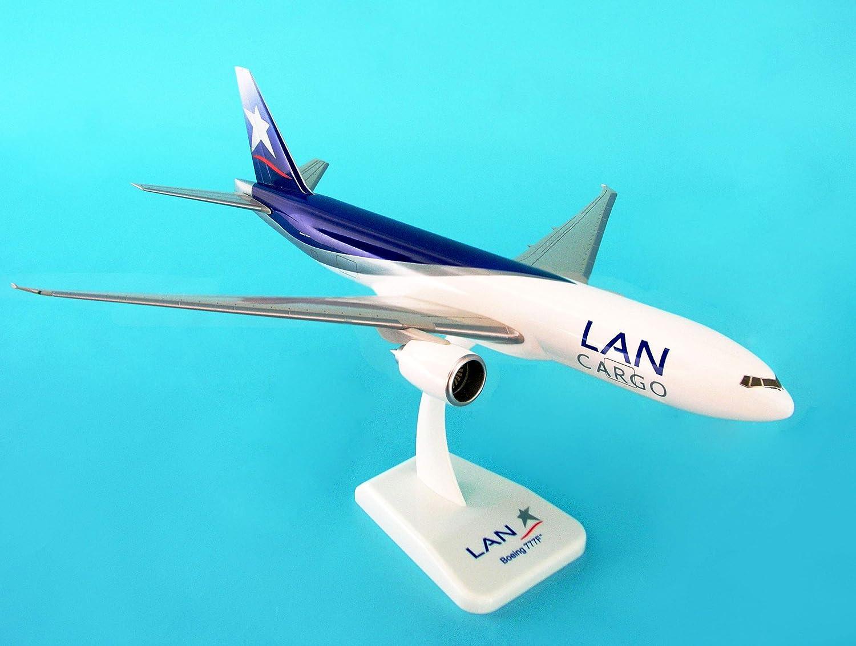 Amazon.com: Hogan Wings 1:200 LAN Cargo B777-200F Model Plane ...
