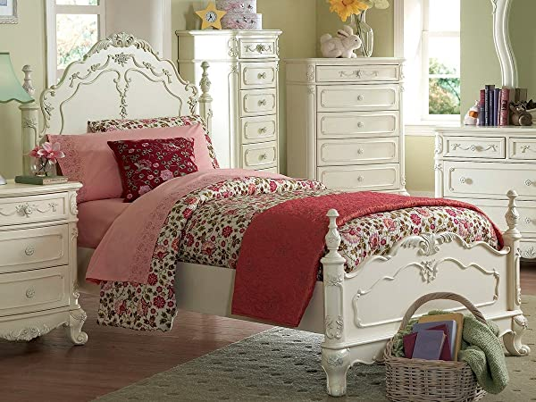 灰姑娘的卧室,穿着白色的玫瑰
