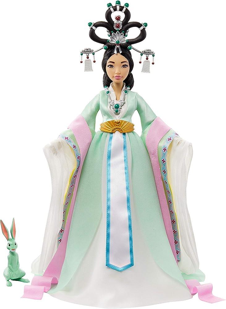 Mattel, over the moon bambola fei fei con look disegnato dallo stilista guo pei GPJ43