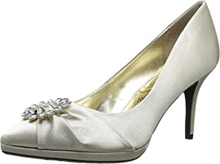 حذاء Blinda، من J.Renee، لون عاجي، مقاس 8 M US