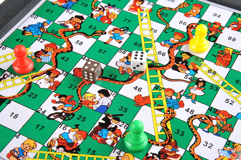 Quantum Abacus Monaco Magnetic Series: Serpientes y Escaleras, Juego de Tablero magnético , tamaño Grande para el hogar: Dimensiones 31 x 28 x 5 cm, Mod. SC8244 DE: Amazon.es: Juguetes y juegos