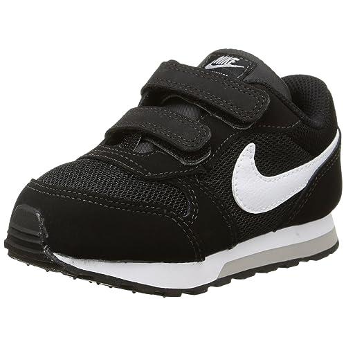 2f7a937409fe9 Nike Boys  Md Runner 2 Gymnastics Shoes