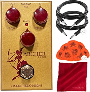 J. Rockett Audio Designs IKON Archer Overdrive 和 Boost Pedal 搭配吉他拨片、电缆和超细纤维布