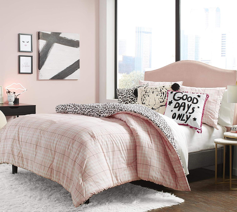Betsey Johnson 35% OFF Betseys Plaid Comforter XL Set Max 66% OFF Pink Twin