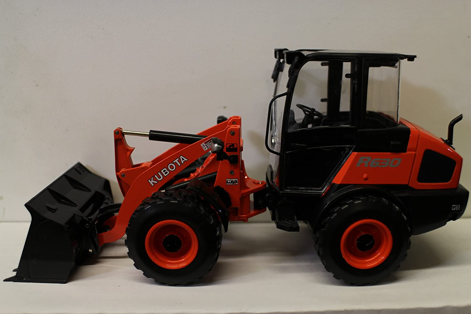 1 24 Kubota R630 Diecast Wheel Loader