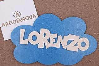 ArtigianeriA - Targa in legno 20x12 cm a forma di nuvola personalizzabile con nome in 3D e colore a scelta. Corredata di g...