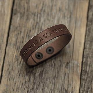Brazalete personalizada de cuero italiano marrón, grabe su nombre, lema personal, frase inspiradora, coordenadas GPS, fech...