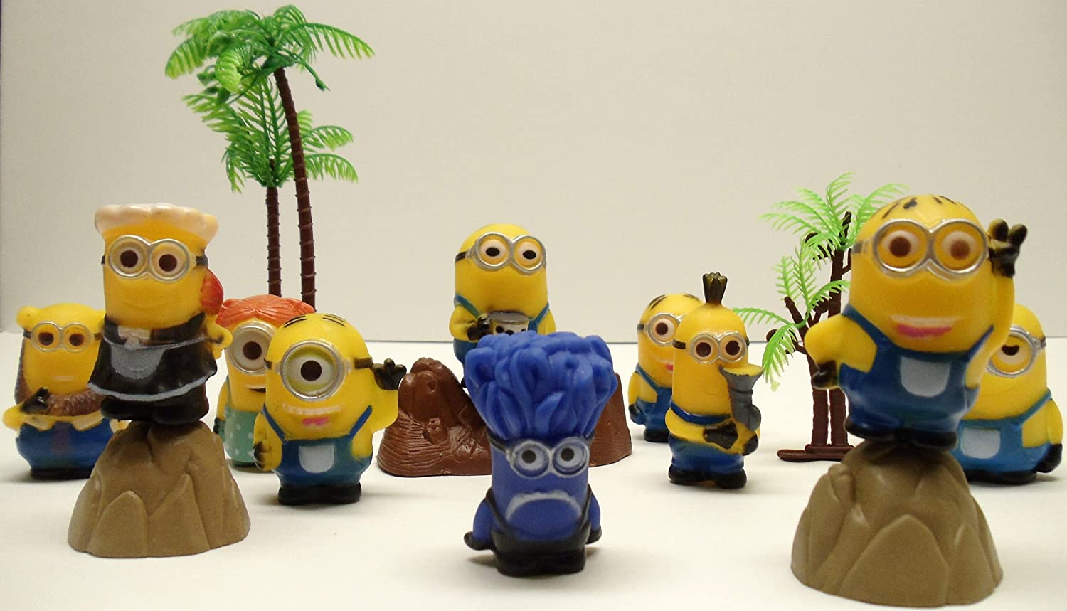 Despicable Me 14 Piece Minion Playset Featuring 2  Minion Figures and Beach Scene Accessories