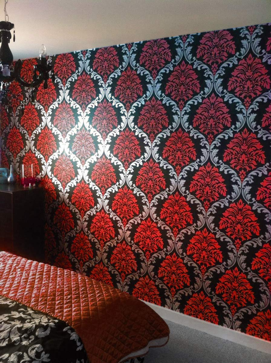 New Trends Designer Damask Wallpaper Red Silver Black Feature Wall Bedroom Living Room Amazon Co Uk Diy Tools