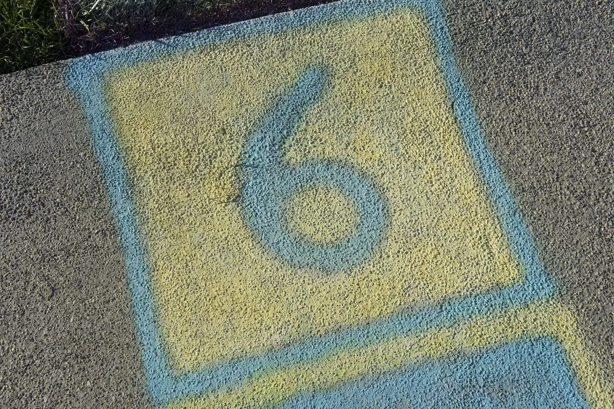 Testors 306006 Spray Chalk 2 Pack Assorted 4 Color Kit