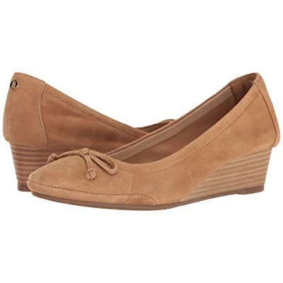 Hush Puppies Kacie Martina (Light Tan Suede) Women