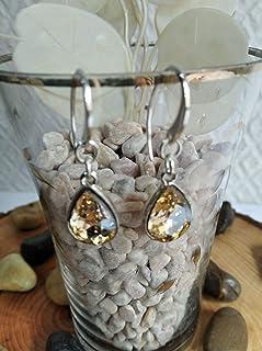 Pendiente de Plata y cristal de roca en color champán con un diseño elegante.