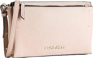 حقيبة طويلة تمر بالجسم للنساء من كالفن كلاين، باللون الزهري (نود)، مقاس 1×1×1 سم (عرض × ارتفاع × طول)