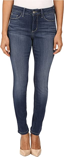 Petite Alina Leggings Jeans in Sure Stretch Denim in Saint Veran Wash