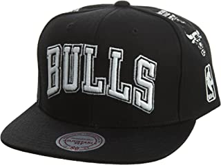 the best attitude 8eeac 3ebe5 Mitchell   Ness Men s Chicago Bulls Team Logo History Adjustable Snapback  Hat, ...