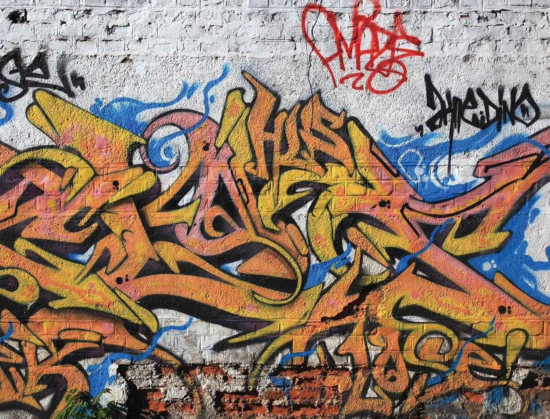 JP London PMUR2099 Peel and Stick Removable Wall Decal Sticker Mural, Grafitti Street Brick, 4 x 3-Feet