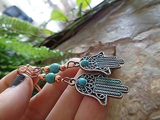 ๑ ஐ • MANO DI FATIMAS IN PIETRA HOWLITE RAME • ஐ ๑ orecchini lunghi con perla turchese e cabochon