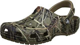 قبقاب ريلتري الكلاسيكي للرجال والنساء من كروكس | حذاء كاجوال مموه ومريح وسهل الارتداء | خفيف الوزن