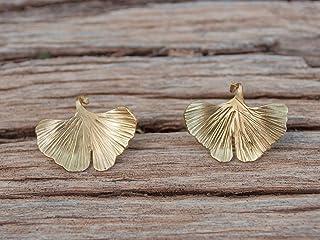 Pendientes hoja dorada ginkgo biloba, con textura y cierre de plata.