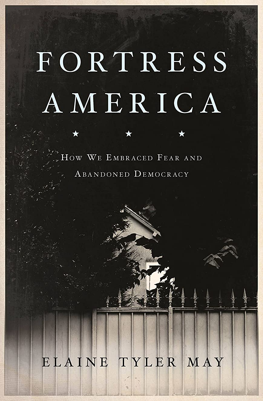 割る広々延ばすFortress America: How We Embraced Fear and Abandoned Democracy (English Edition)