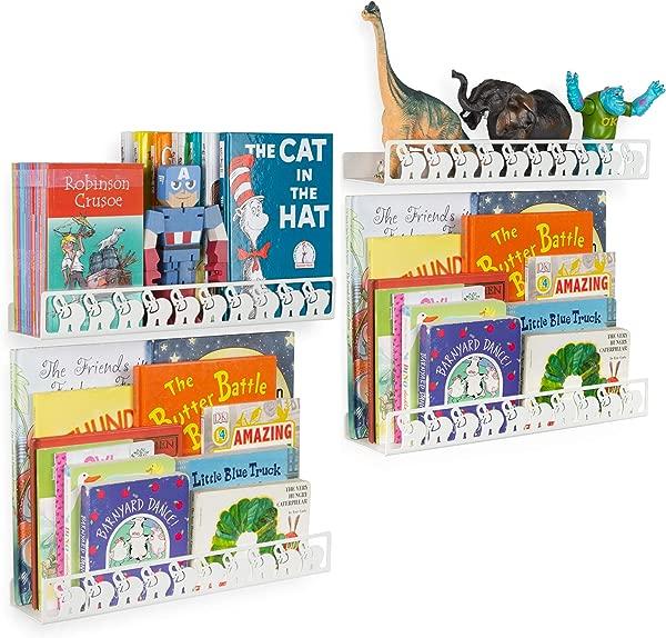 在客厅里,儿童组织的卧室,包括天花板,以及天花板上的四个月,他们的卧室里的儿童组织