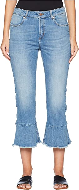 J834 Flare Jeans